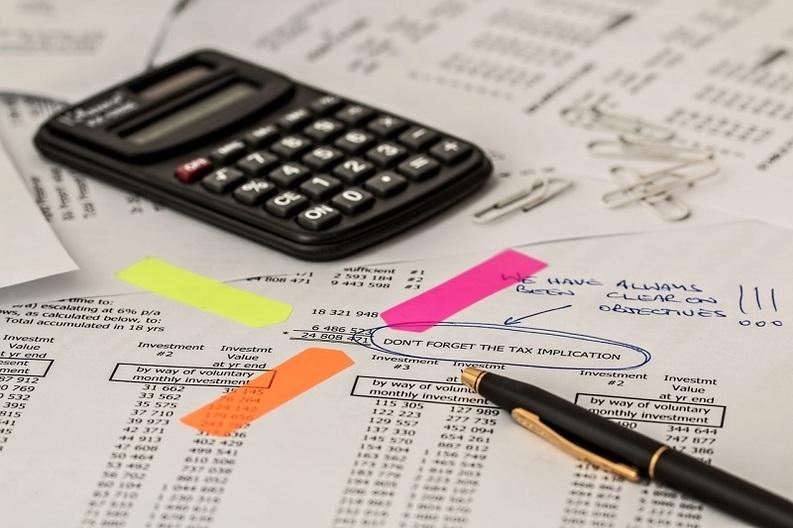 """EXCLUSIV Guvernul creează """"Comisia de tăiat hârtii"""". Costul administrativ impus firmelor se ridică la 3 mld. euro"""