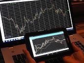 Percheziții la brokeri neautorizați care acționau pe platforme online fictive