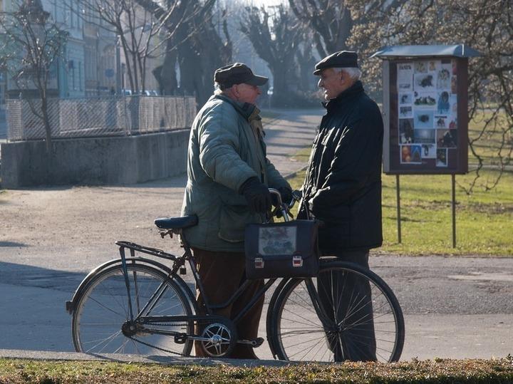 Pensionarii dețin cele mai multe gospodării din România