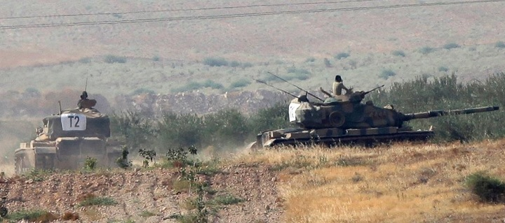 Tancuri tucești au trecut frontiera cu Siria și au intrat în Jarablus