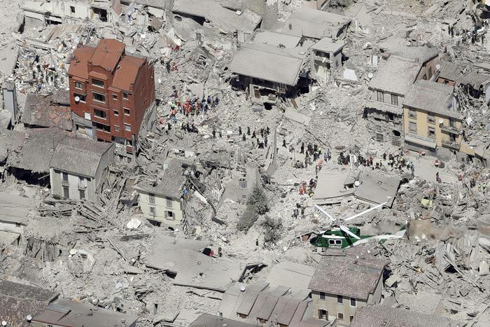 Cinci români morți în cutremurul din Italia, alți 11 sunt dați dispăruți
