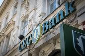 Zeci de oameni au protestat la sucursala CEC Bank din Zlatna, după ce două foste angajate le-ar fi furat bani din conturi