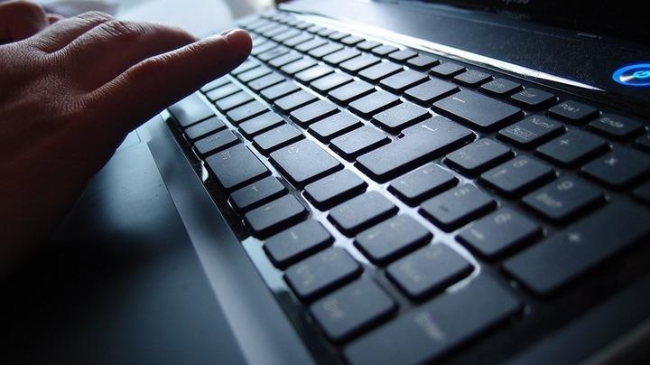 Camera Deputaților cumpără pe final de legislatură 430 de calculatoare și 55 de laptopuri pentru activitatea aleșilor