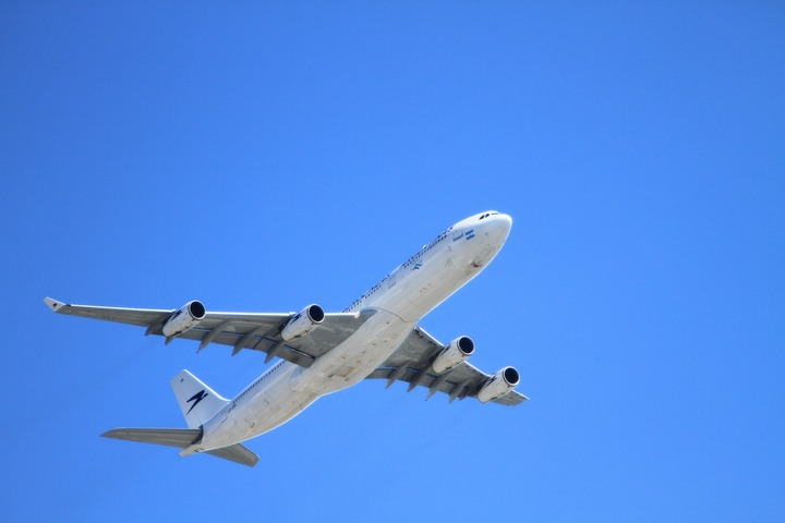 Vola.ro: Călătoriile cu avionul sunt mai ieftine cu până la 30% în noiembrie, față de restul anului