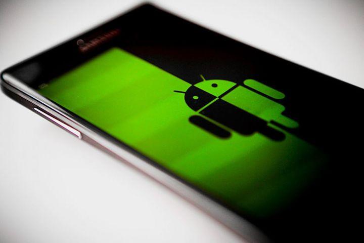 Poliția atenționează asupra programelor malware pentru smartphone-uri, cu care hackerii pot sustrage bani și informații personale sau spiona activități