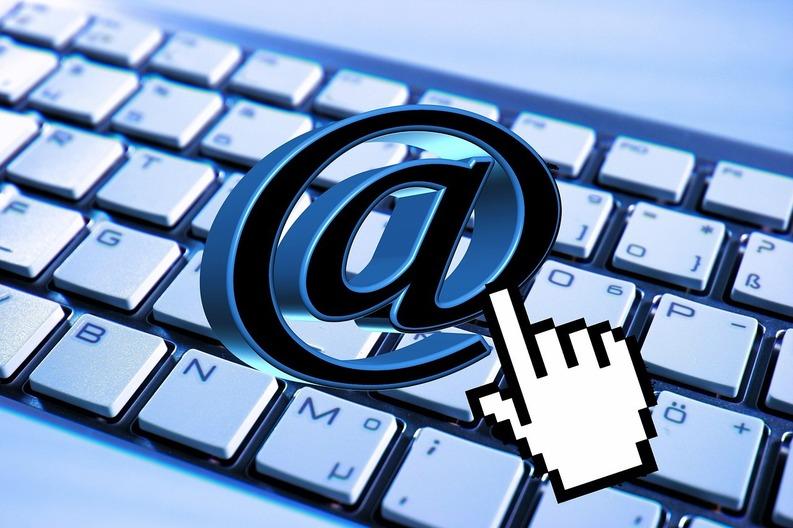 Angajații francezi pot ignora de la 1 ianuarie emailurile de serviciu în afara programului de lucru