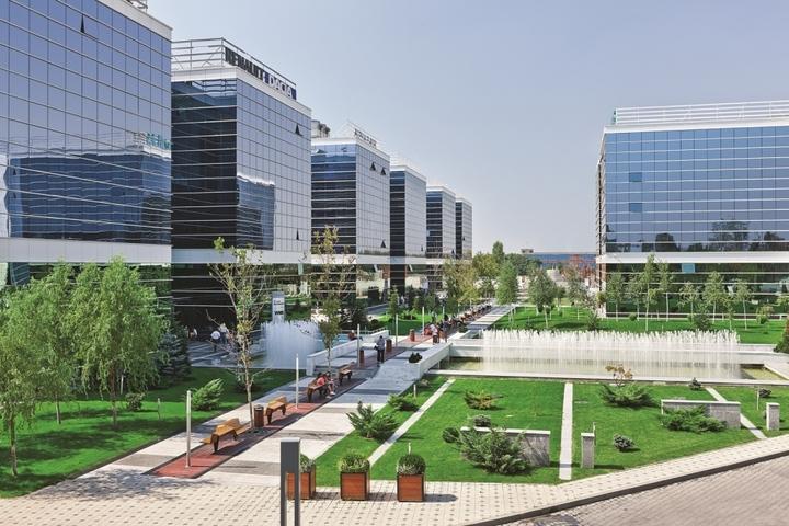 Centrul de servicii al Societe Generale din București mai închiriază 4.000 mp în parcul de afaceri West Gate