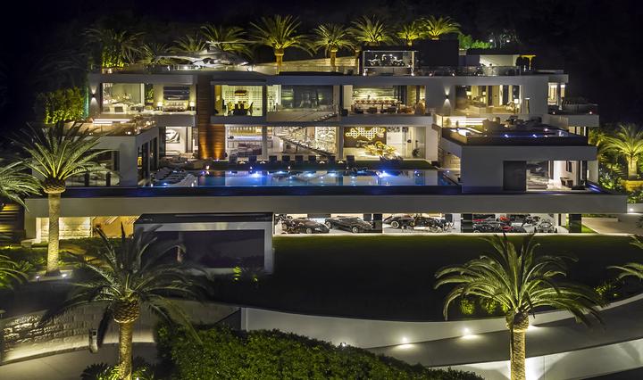 GALERIE FOTO Cea mai scumpă casă scoasă la vânzare vreodată în SUA. Cât costă și ce dotări are