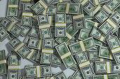 Dolarul a atins maximul ultimelor opt luni față de un coș de valute
