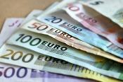 Euro atinge un nou nivel maxim al ultimelor șase luni, de aproape 4,54 lei