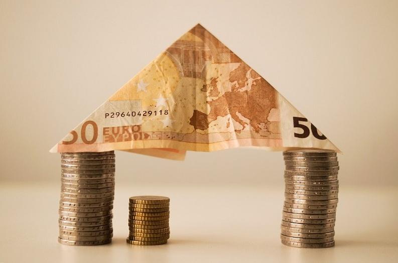 Isărescu: Legea dării în plată să fie aplicată și creditelor pentru mașini de spălat
