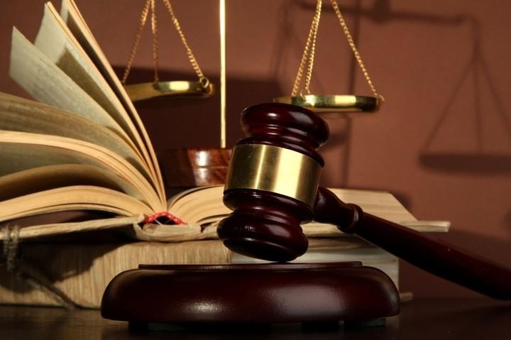 Curtea Constituțională: Băncile trebuie să invite clienții la renegocierea contractelor și să elimine clauzele abuzive