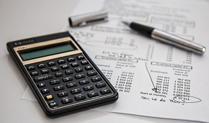 Debitorii mai au de așteptat. Justiția amână reducerea tarifelor notariale pentru darea în plată