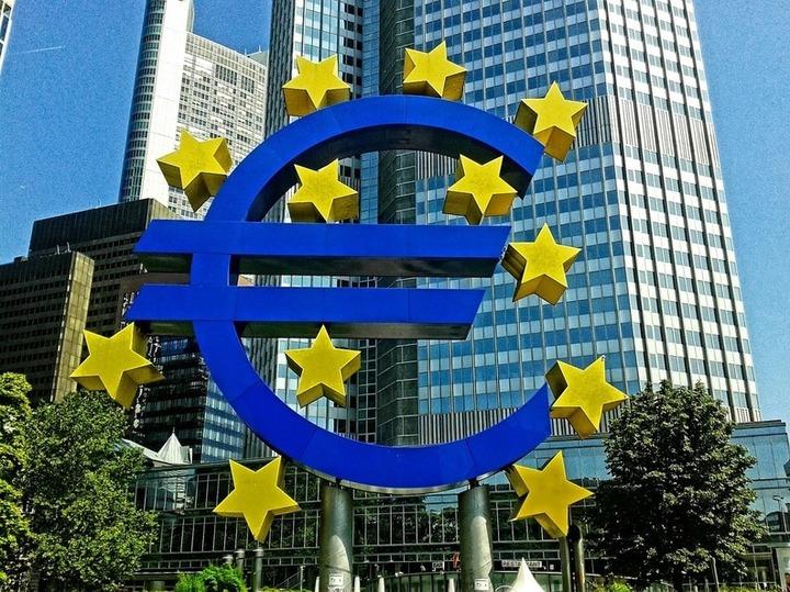 Politica monetară a BCE nu mai ajută economia, spune șeful Deutsche Bank