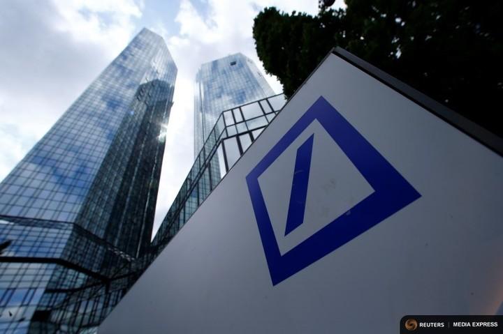 Merkel exclude un ajutor financiar din partea guvernului german pentru Deutsche Bank