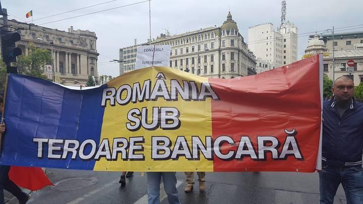 UPDATE Clienții cu credite în franci elvețieni au protestat în Capitală pentru Legea conversiei
