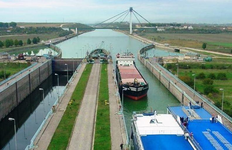 Tehnocrații de la Finanțe au pus în pericol de blocaj transportul naval din România