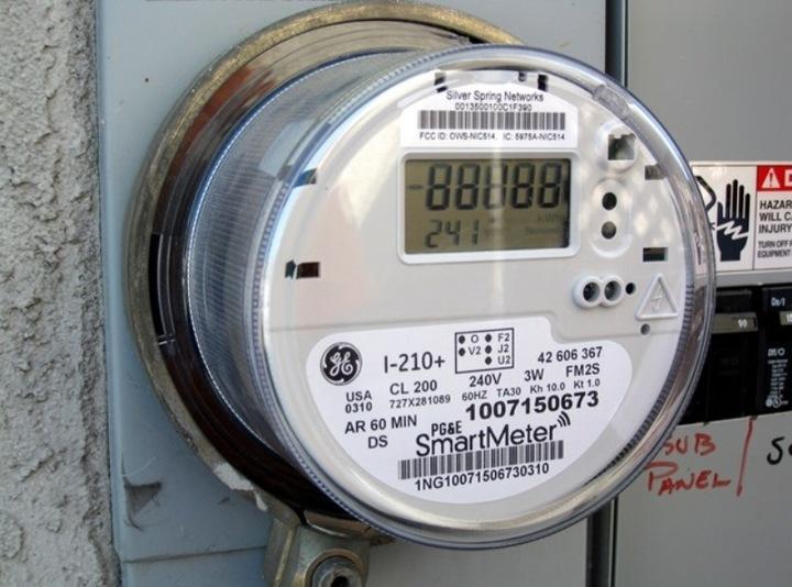 Românii plătesc cele mai mari prețuri pentru electricitate din regiune