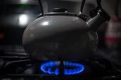 Românii săraci, bătrâni sau bolnavi vor plăti facturile la gaze doar pe baza consumului efectiv, nu pe estimări