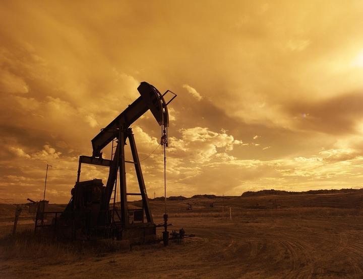 Petrolul își revine după ce EIA a anunțat o nouă scădere a stocurilor din SUA