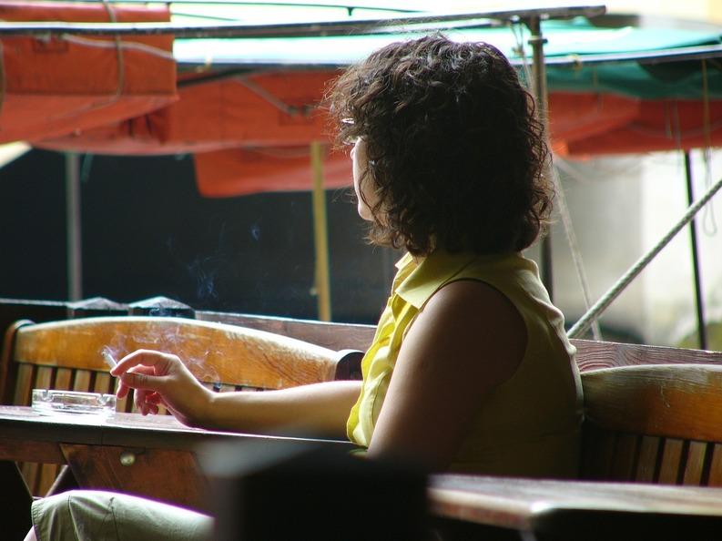 Proprietarii de restaurante nu se tem că rămân fără clienți după interzicerea fumatului: Doar n-or să rămână în case să fumeze