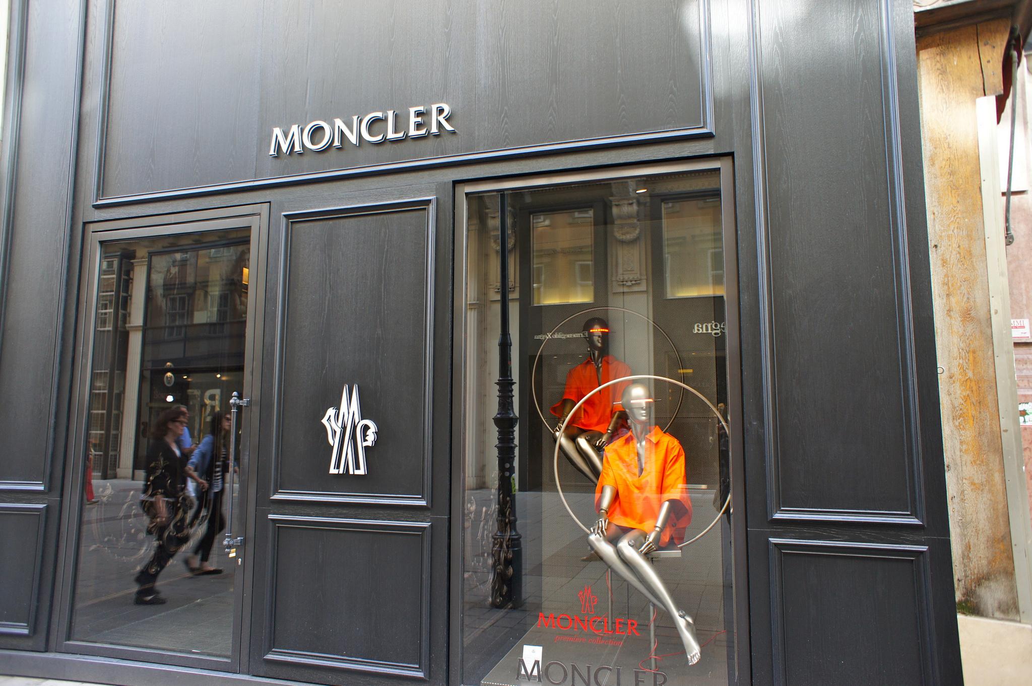 moncler romania factory