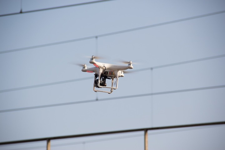 Amazon a intrat în parteneriat cu Guvernul britanic pentru ca dronele de mici dimensiuni să poată face livrări