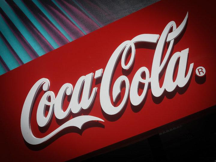 Coca-Cola a obținut profit și venituri în scădere în trimestrul trei, dar peste așteptările analiștilor