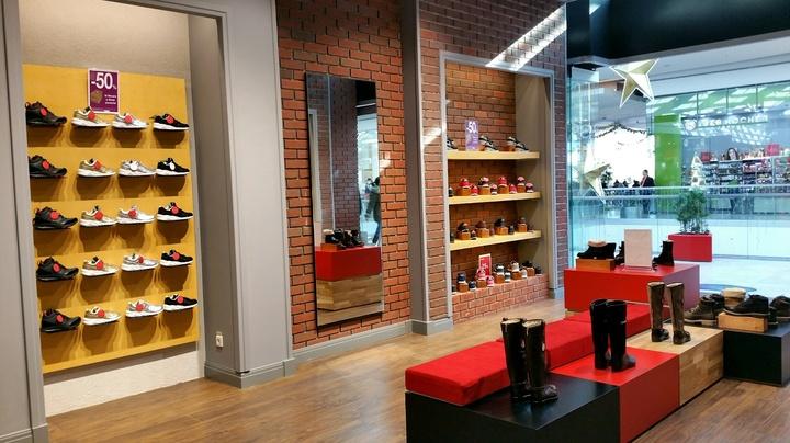 New Balance și Anna Cori au deschis magazine în AFI Ploiești