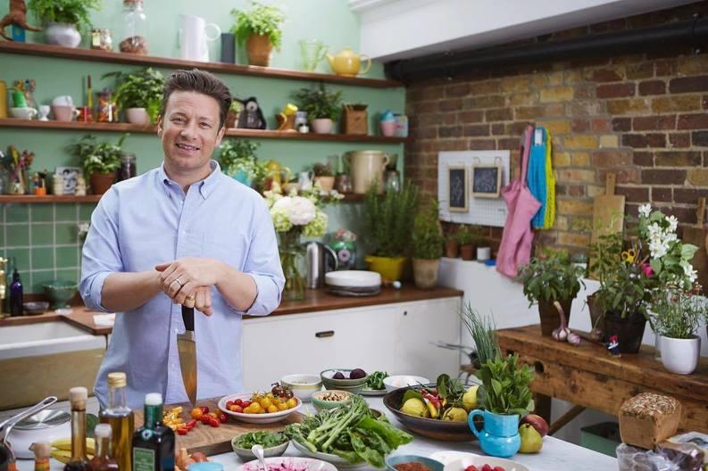 Celebrul bucătar Jamie Oliver va închide șase restaurante din Marea Britanie, din cauza impactului Brexit