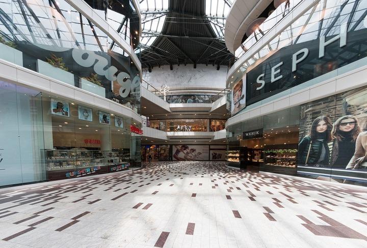 STUDIU Aproape o treime dintre români sunt nemulțumiți de faptul că personalul din marile magazine este insuficient
