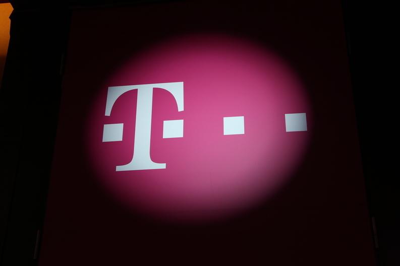 Instanța obligă Telekom să elimine taxa pentru rezilierea anticipată a abonamentelor de telefonie