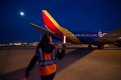 Un avion a fost evacuat după ce un telefon Samsung a pocnit și a scos fum înainte de decolare