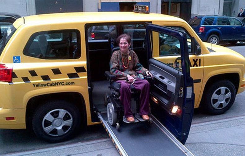 EXCLUSIV Toate firmele de taxi din București, obligate să aibă mașini pentru persoanele cu handicap