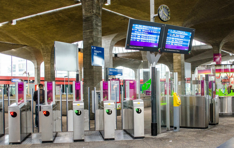 Metrorex vrea să cumpere 150 milioane de cartele magnetice și contactless destinate accesului prin ușile batante
