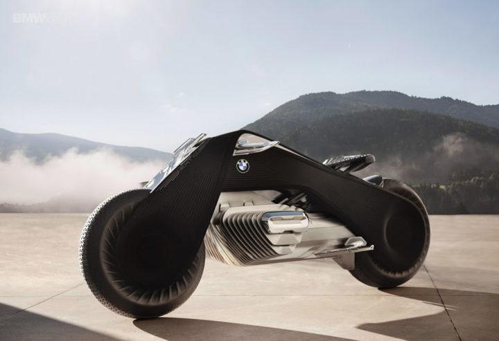 BMW a lansat un concept de motocicletă atât de inteligent încât utilizatorul nu are nevoie de cască