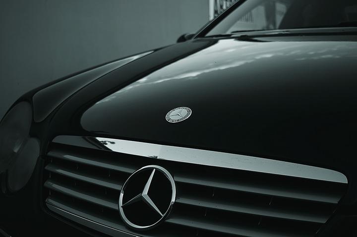 Mercedes-Benz a devenit cel mai mare producător de automobile de lux din lume, depășind BMW