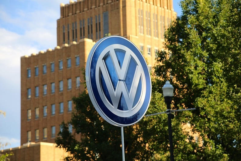 Board-ul Volkswagen se reunește pentru un acord de 4 miliarde dolari cu Justiția SUA, după scandalul emisiilor poluante