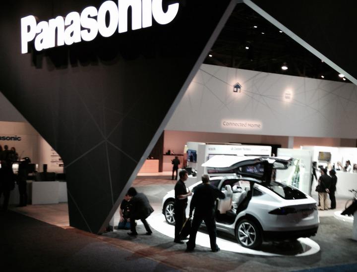 Panasonic vrea să colaboreze cu Tesla în domeniul tehnologiilor de condus fără șofer