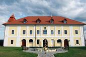 FOTO Românii și străinii încep să se cazeze în castel. Cât costă o noapte de cazare într-un castel din Transilvania?