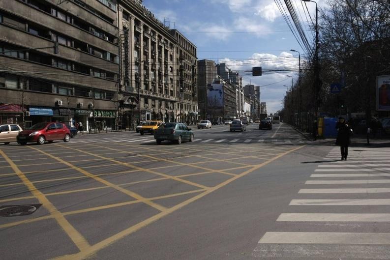 Decizie în Parlament: Toate magazinele, restaurantele și băncile - scoase de la parterul blocurilor cu risc seismic