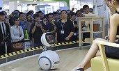 Zenbo, robotul simpatic care face de toate în casă