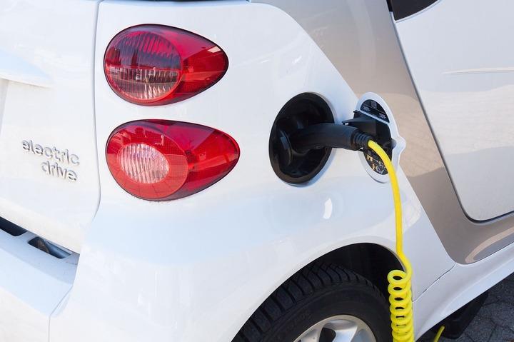 Reprezentant MOL: Luăm în calcul să deschidem puncte de încărcare pentru mașini electrice în România