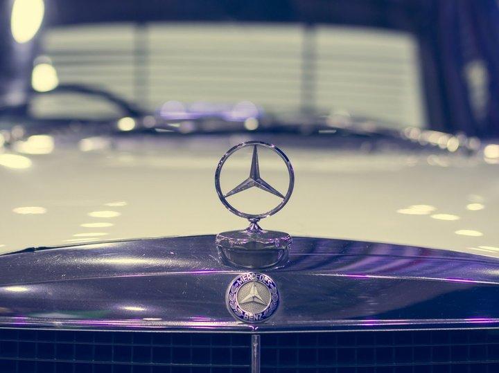 Mercedes-Benz a depășit BMW în noiembrie și este aproape să devină cel mai mare constructor de mașini premium