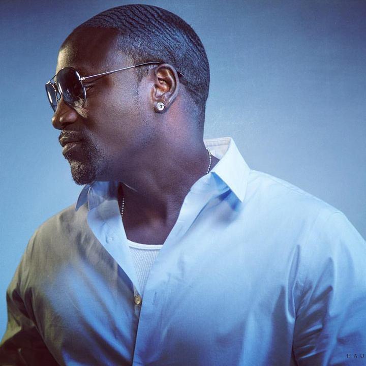 Rapperul Akon a primit o linie de credit de 1 miliard de dolari pentru a electrifica Africa