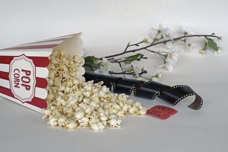 Regizorul Andrei Koncealovski vrea ca vânzarea de popcorn la proiecțiile filmelor sale să fie interzisă