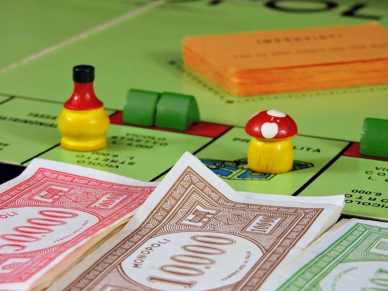 Versiunea clasică a jocului Monopoly își schimbă pionii după 82 de ani, cu piese votate de fanii din întreaga lume