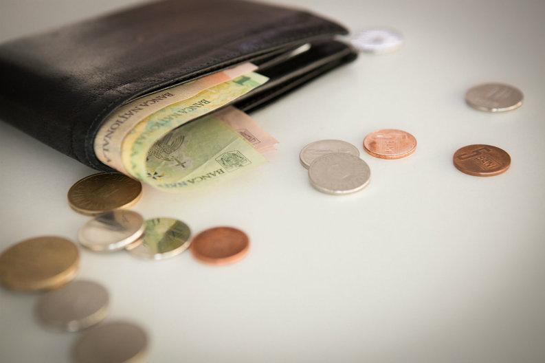 Prețurile au scăzut cu 0,8% în ianuarie, prima lună după tăierea TVA