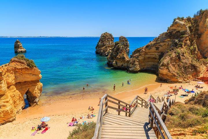 Paravion: Românii dau 550 euro/persoană pe vacanța de vară din acest an și preferă insulele grecești și Antalya