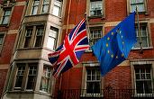 Lira sterlină se depreciază, în contextul în care sondajele sugerează că tabăra pro-Brexit câștigă teren